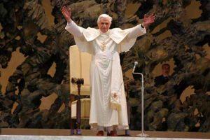 Benedetto XVI nella sala Papa VI