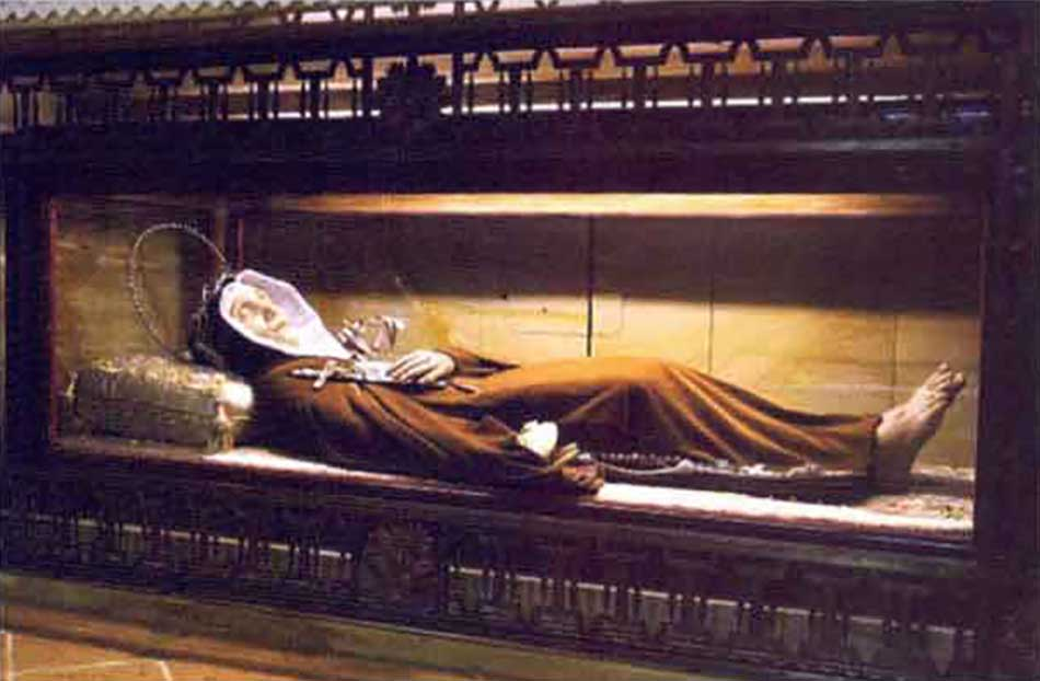 Santa Veronica: urna sotto l'altare maggiore